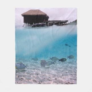 Tropisches blaues Meer Malediven wagt korallenrote Fleecedecke