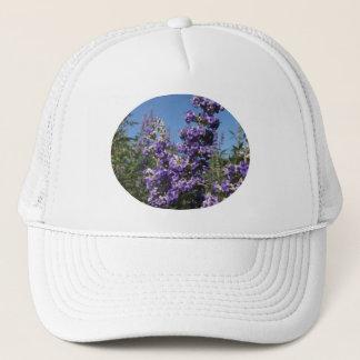 Tugendhafter Baum-lila Blumen Truckerkappe