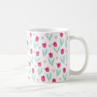 Tulpe-Blumen-Herzen des Valentines Tagesrosarote Tasse