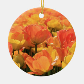 Tulpen des orange Gelbs durch Thespringgarden Keramik Ornament