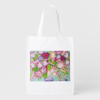 Tulpen, die auf Weiß überlaufen Einkaufstaschen