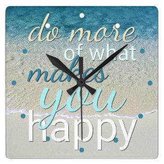 Tun Sie mehr von, was Sie glückliches Zitat macht Quadratische Wanduhr