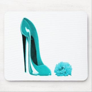 Türkis-Stilett-Schuh und Rose Mauspads