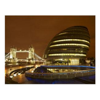 Turm-Brücke und London- mit Postkarte