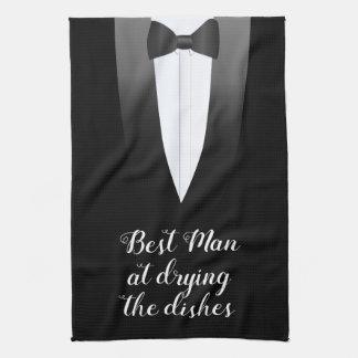 Tuxedo-Trauzeuge am Trocknen des Handtuch