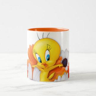 Tweety avec des marguerites mug bicolore