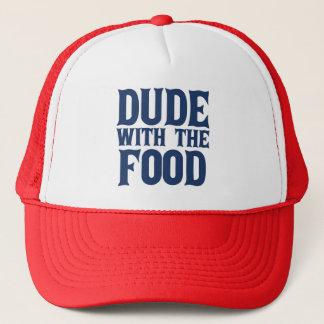 Typ mit dem Nahrungsmittelblau Truckerkappe