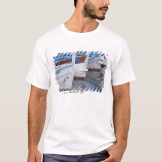 Typische Provencal Fischerboote gemalt in 2 T-Shirt