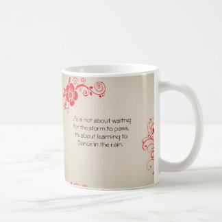 Typografie-künstlerische Blumenzitat-Sprichwort Kaffeetasse