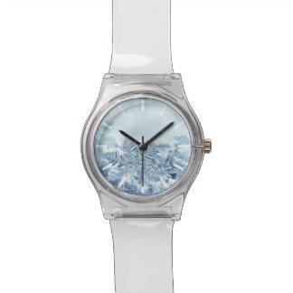 Uhr der Schneeflocke-Kristall-May28th