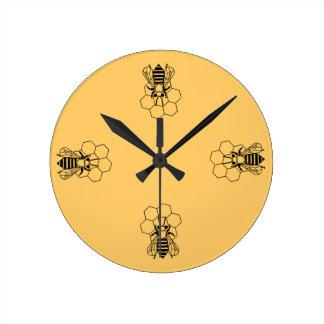 Uhr - Honig-Biene auf Kamm