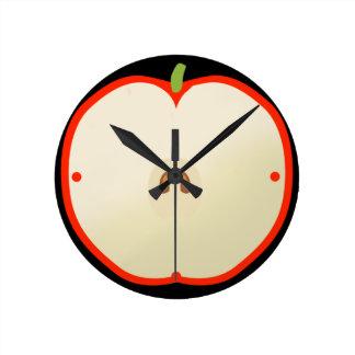 Uhr mit Form des roten Apfels