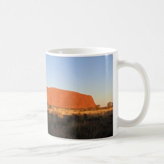 Uluru am Sonnenuntergang im Juli Tasse