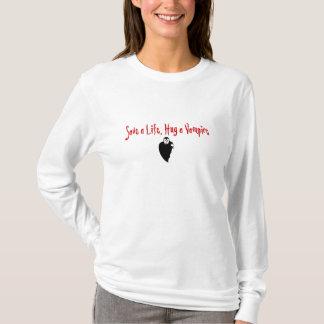 Umarmen Sie einen Vampir T-Shirt