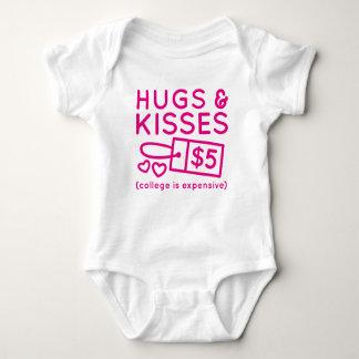 Umarmungen und Küsse Baby Strampler