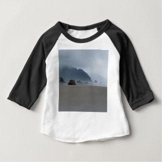 Umarmungs-Punkt-Oregon-Küste an einem nebelhaften Baby T-shirt