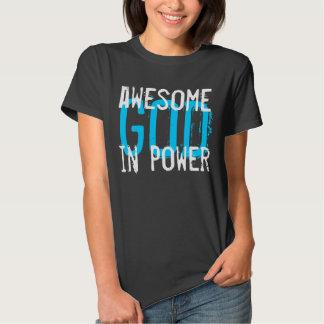 Un DIEU impressionnant dans le T-shirt de Dieu de