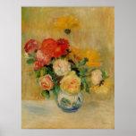 Un vase de Renoir de roses et de dahlias Poster