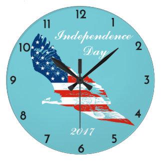 Unabhängigkeitstag - amerikanische Flagge in Eagle Große Wanduhr
