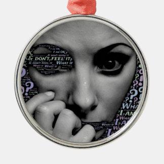 unbekanntes Gesicht Rundes Silberfarbenes Ornament