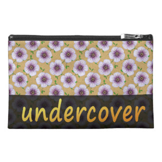 Undercover blaue mit BlumenBlumen auf irgendeiner Reisekulturtasche