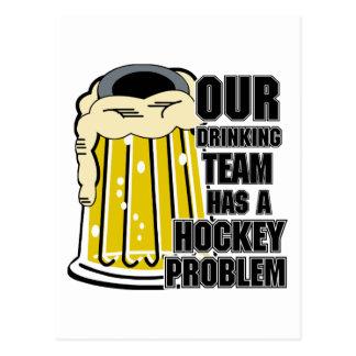 Unser trinkendes Team hat ein Hockey-Problem Postkarte