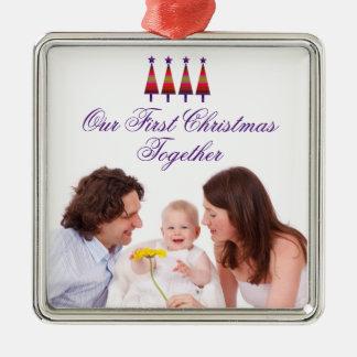 Unsere erste Weihnachtszusammen Quadratisches Silberfarbenes Ornament