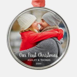 Unsere erstes Weihnachtspaar-Foto-moderne Runde Silbernes Ornament