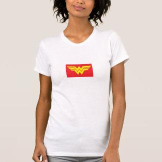 Unterhemd erstaunt Frau