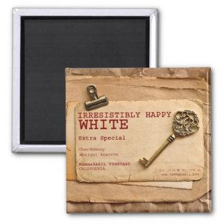 Unwiderstehlich glücklicher weißer Wein-Magnet! Quadratischer Magnet