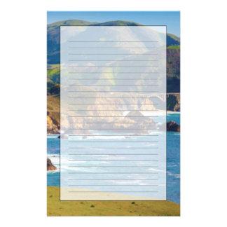 USA, Kalifornien. Panorama von großem Sur mit Briefpapier