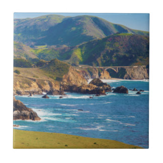 USA, Kalifornien. Panorama von großem Sur mit Keramikfliese