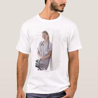 USA, New-Jersey, Jersey City, Junge pflegen T-Shirt