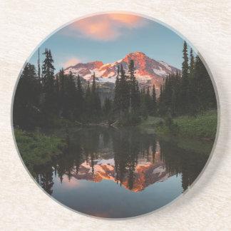 USA, Washington-Staat. Der Mount Rainier Sandstein Untersetzer