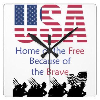 USA - Zuhause vom freien wegen des tapferen Quadratische Wanduhr