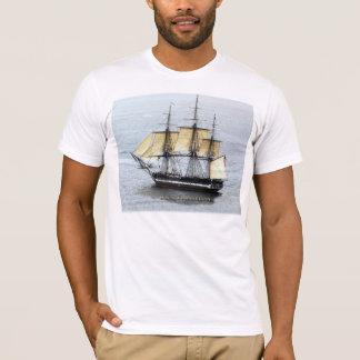 USS-Konstitution an der vollen Maske T-Shirt