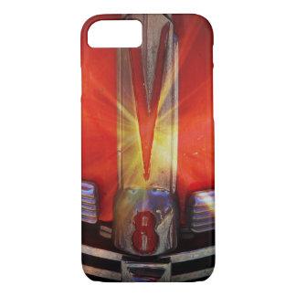 V8-Chrom-Emblem auf Hotrod iPhone 8/7 Hülle