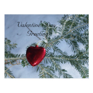 Valentinstag-rotes Herz auf Kiefern-Niederlassung Postkarte