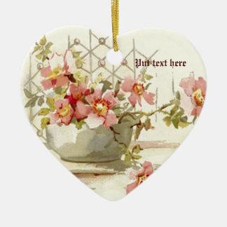 Vase mit rosa Rosen Vintager Watercolorverzierung Keramik Herz-Ornament