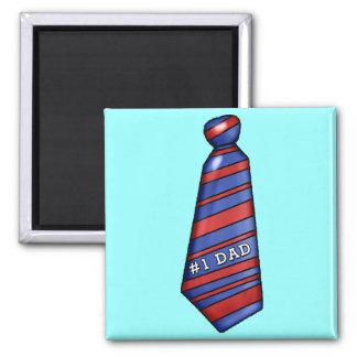 Vati #1 mit Imitat-Krawatte auf T - Shirts Quadratischer Magnet