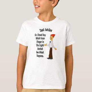 Vati-Rate… Stock Ihr Finger im hellen Sockel T-Shirt