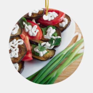 Vegetarischer Teller der gedämpften Aubergine Rundes Keramik Ornament