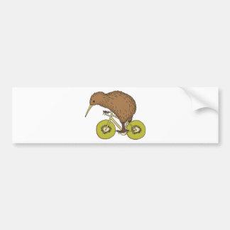 Vélo d'équitation de kiwi avec des roues de kiwi autocollant de voiture