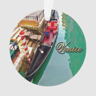 Venedig, Italien (IT) - zwei bunte Gondeln Ornament