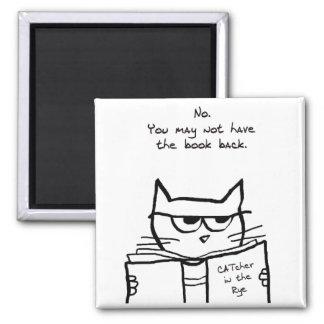 Verärgerte Katze stiehlt Ihr Buch - lustigen Quadratischer Magnet