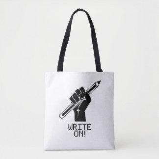 Verfasser schreiben auf Taschen-Buch-Tasche Tasche