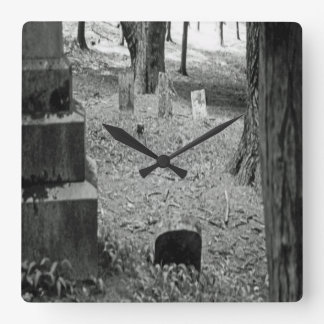 Vergessenes Grab Quadratische Wanduhr