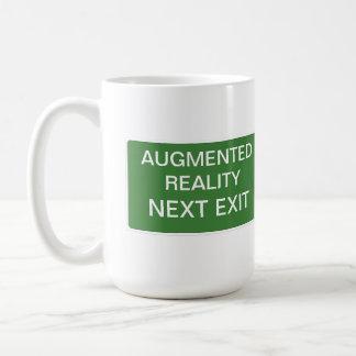 Vergrößertes Wirklichkeits-folgendes Kaffeetasse