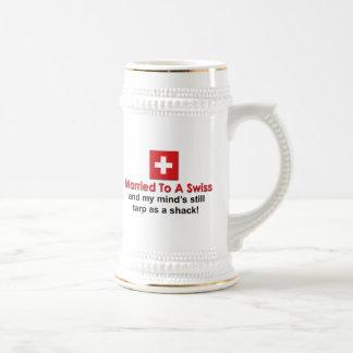 Verheiratet zu einem Schweizer Bierkrug