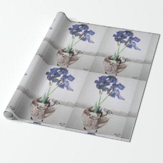 """Verpackungs-Papier mit """"lila Iris"""" durch Geschenkpapier"""
